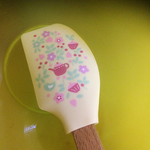 A soft spatula with a floral-culinary pattern