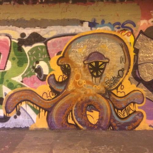 Cthulu-like octopid garffiti throw up